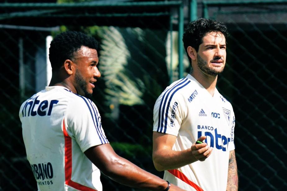 Em recuperação física, Alexandre Pato e Luan fazem treino com bola no CT do São Paulo