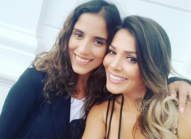 Fabiana Teixeira posa com Camilla Camargo nos bastidores de Carinha de Anjo (Foto: Arquivo pessoal)