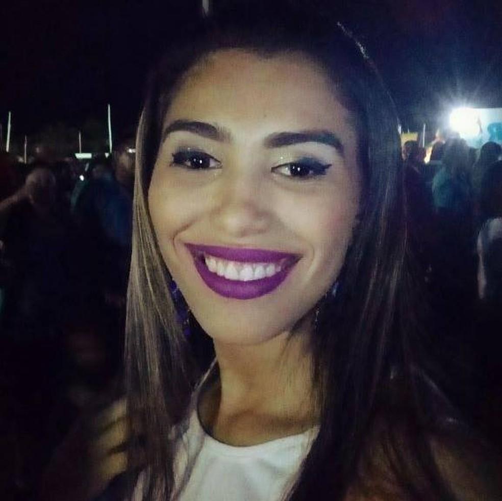 Suellen Marinheiro Lula tinha 21 anos e cursava Direito quando foi morta com um tiro na cabeça, no Piauí — Foto: Reprodução/Facebook