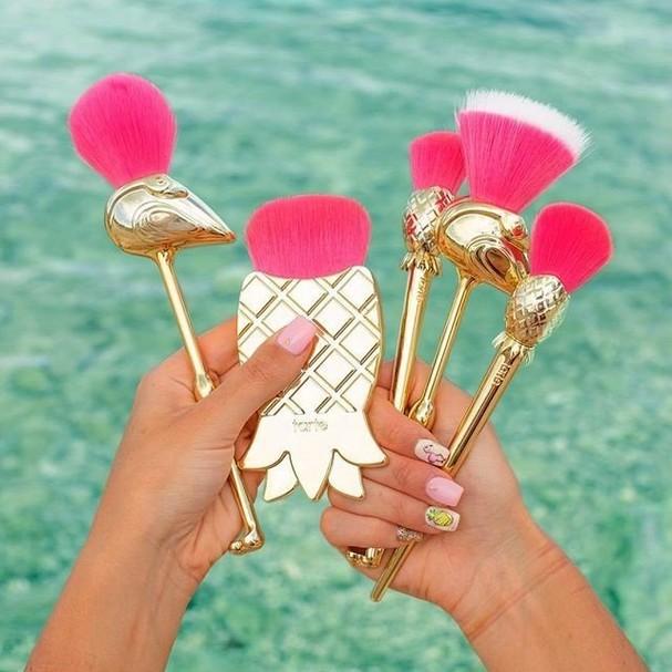 Pincéis de flamingo da Tarte (Foto: Reprodução/Instagram)