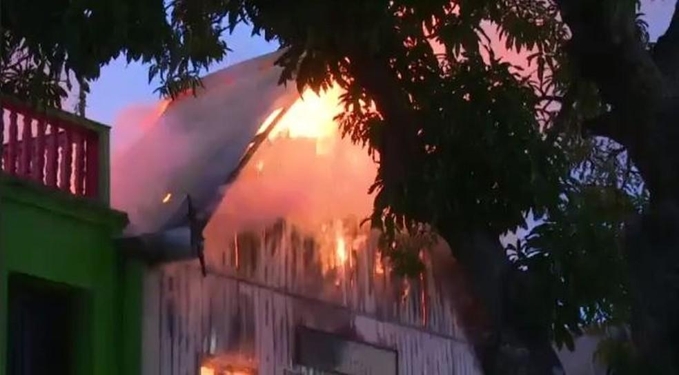 Incêndios em residências e pontos comerciais são provocados, na maioria das vezes, por curto circuito (Foto: Reprodução)