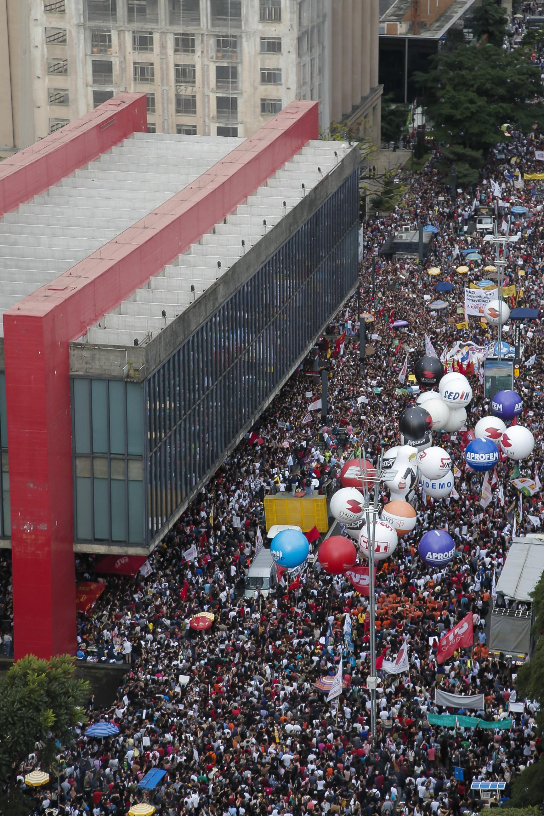 A manifestação contra os cortes na educação, em São Paulo