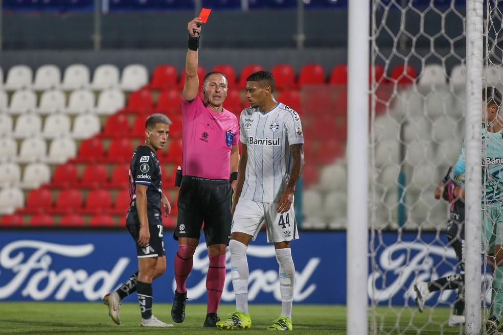 Ruan é expulso do Grêmio na Libertadores — Foto: Staff images/Conmebol