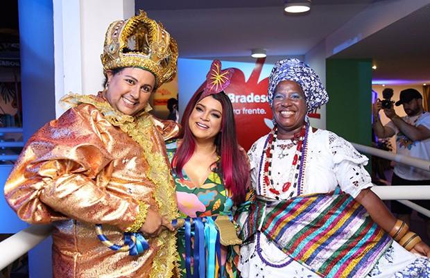Preta Gil com Rei Momo e Baiana (Foto: Icaro Cerqueira/ Ed. Globo)