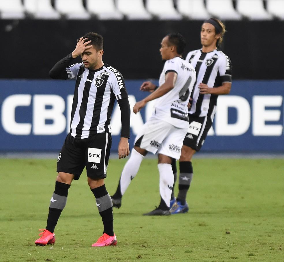 Time deixou a vitória escapar no segundo tempo — Foto: André Durão