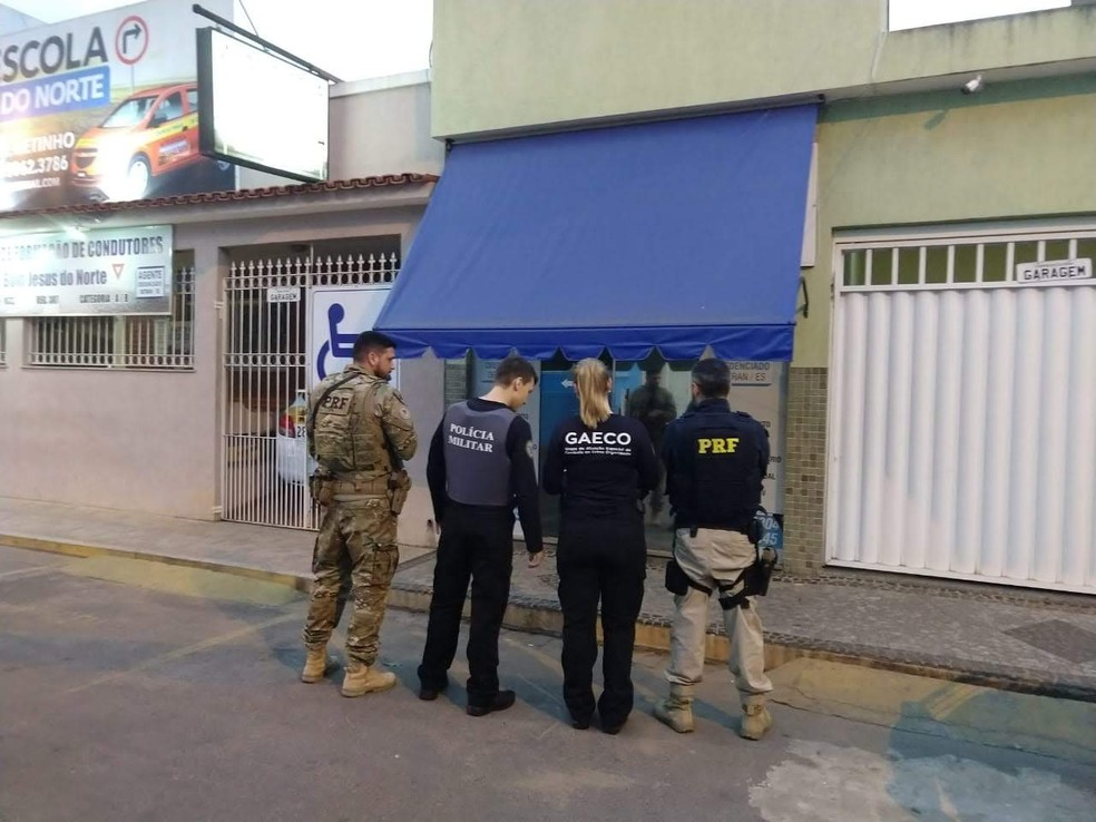 Operação desarticula quadrilha suspeita de fraudar registros de 895 veículos no Detran — Foto: Divulgação/ Gaeco