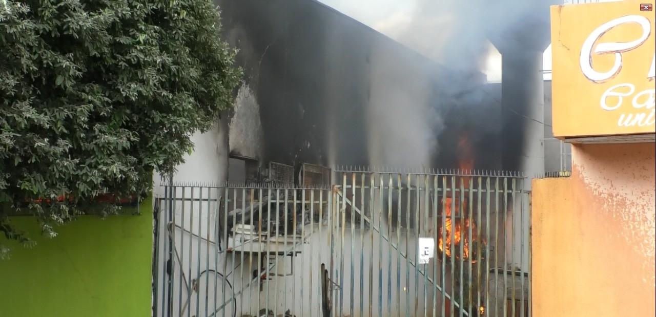 Loja de roupas é destruída pelo fogo durante incêndio em Sorriso (MT)