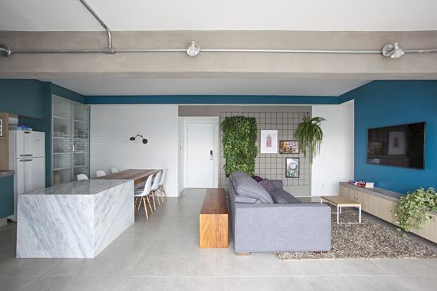 Décor jovem e espaços integrados no lar de dois irmãos gêmeos em SP (Foto: Gui Morelli)