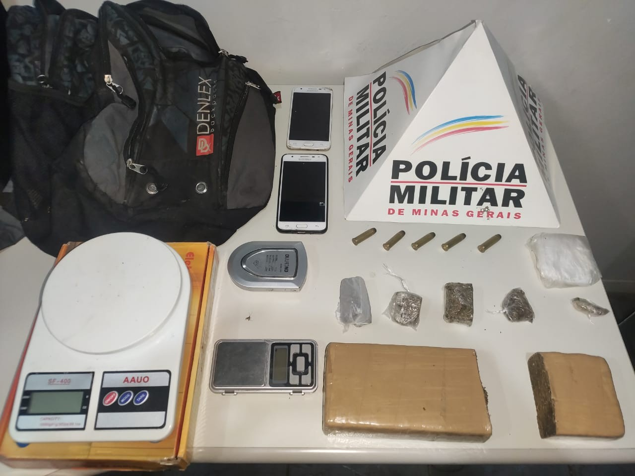 Três suspeitos são detidos com maconha e munição durante operação em Curvelo