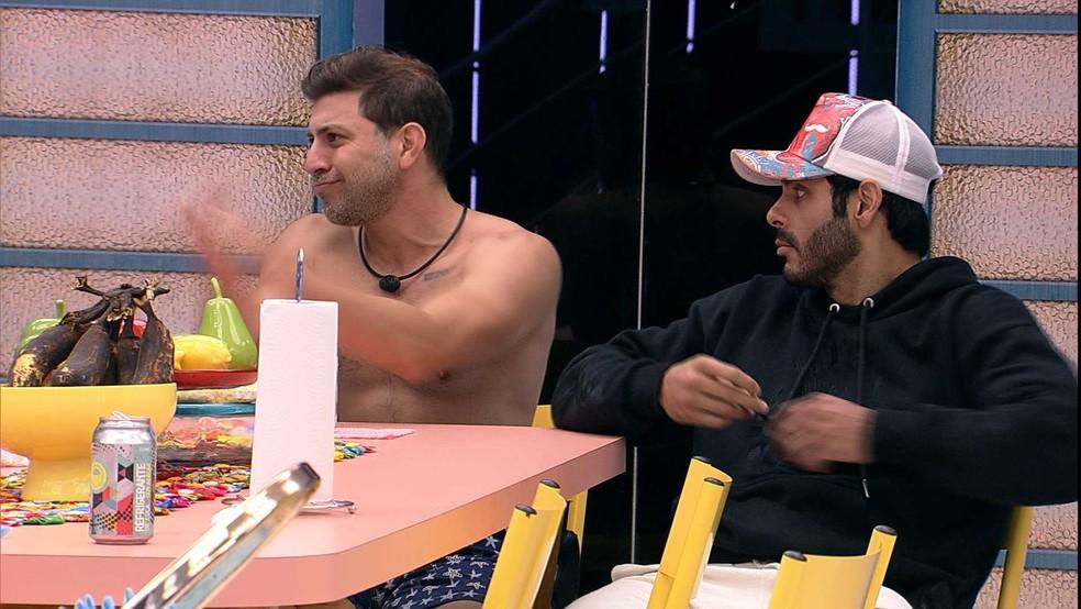 Rodolffo desabafa com brothers do BBB21: 'Tem horas que dá saco cheio de muita gente' — Foto: Globo