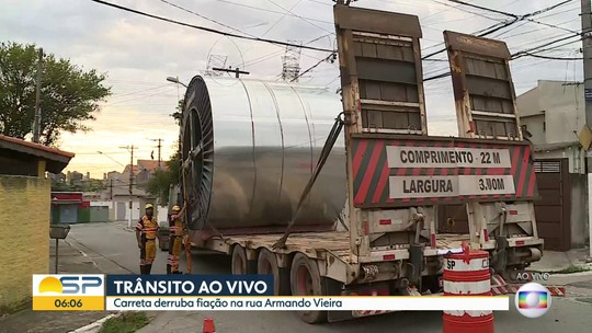Carreta derruba fiação em Interlagos