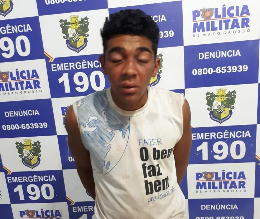 Robson Luiz Gomes Pereira detido por roubar ossos de cemitério (Foto: Polícia Militar-MT)