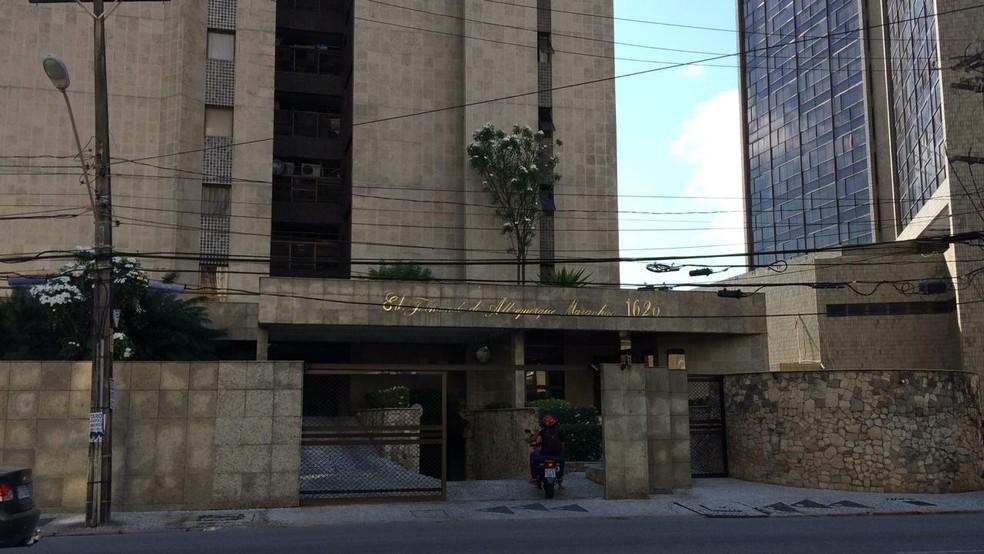 Edifício em que mora o deputado federal Luciano Bivar, em Jaboatão dos Guararapes, no Grande Recife — Foto: Elvys Lopes/TV Globo