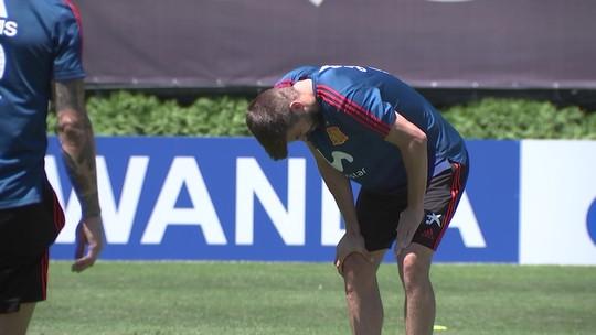 Piqué deixa treino da Espanha mais cedo com dores no joelho esquerdo