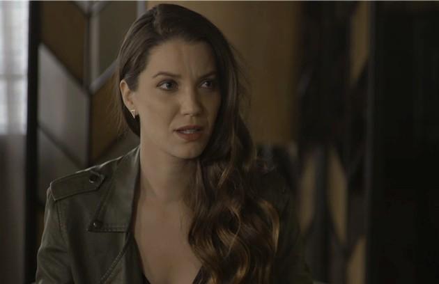 Na terça (19), na miséria, Fabiana (Nathalia Dill) avisará a Evelina (Nívea Maria) que vai voltar para o convento  (Foto: Reprodução)