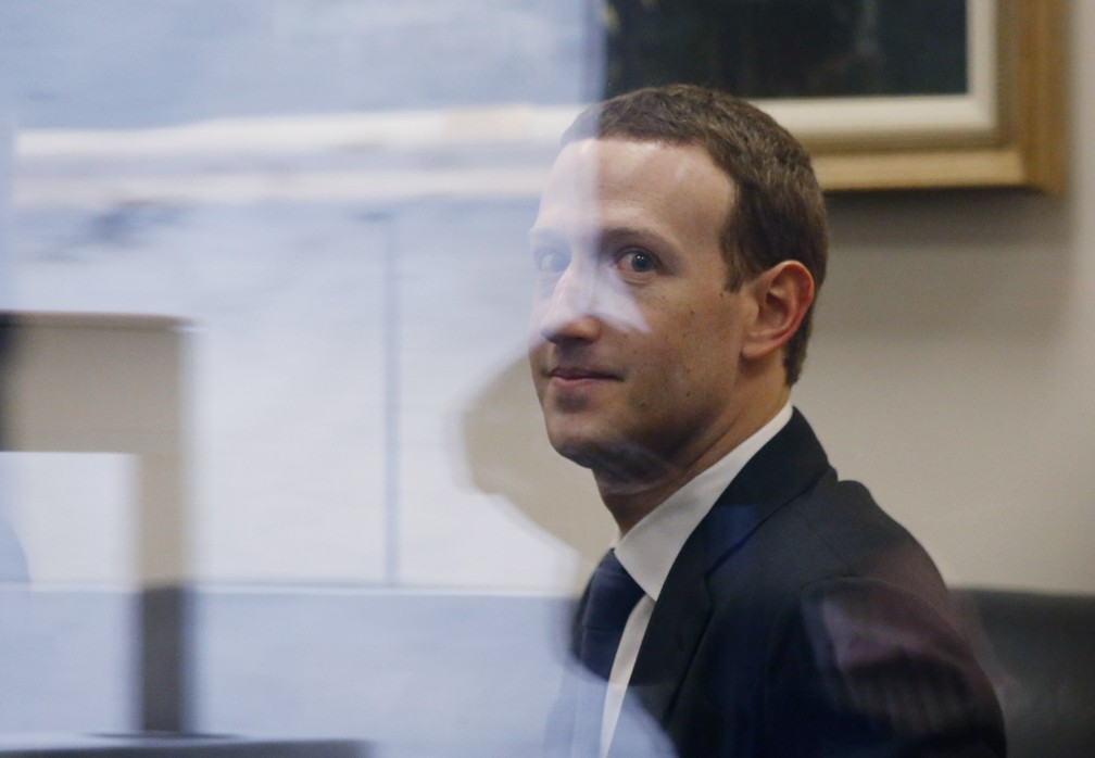 Mark Zuckerberg, CEO do Facebook, durante visita a parlamentares na véspera de audiências no Senado e na Câmara dos EUA. — Foto: Leah Millis/Reuters