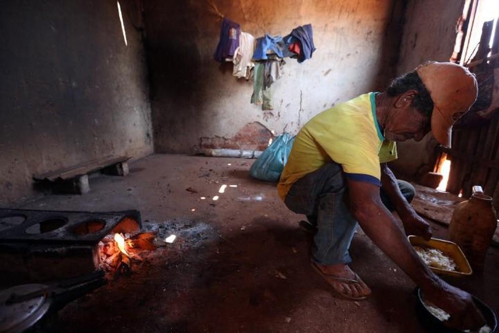 Trabalhador idoso achado em condições análogas à escravidão em produção de sisal na Bahia — Foto: Divulgação/Subsecretaria de Inspeção do Trabalho