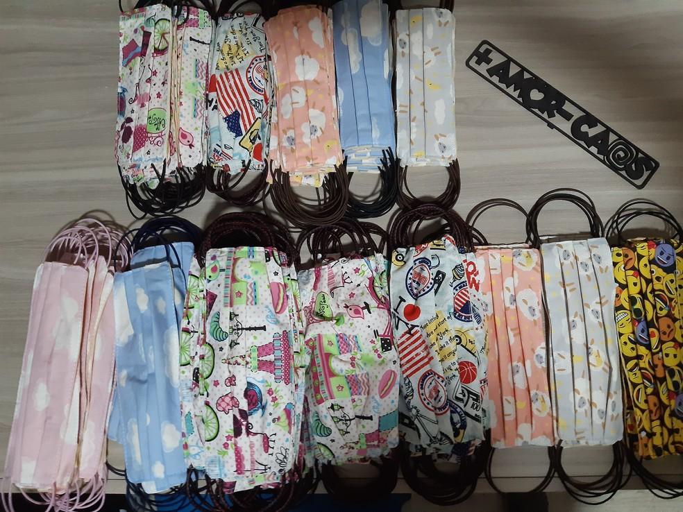 A cada máscara vendida na loja gaúcha MiniDini, outra é doada para entidades e profissionais de serviços essenciais da região — Foto: Divulgação/MiniDini
