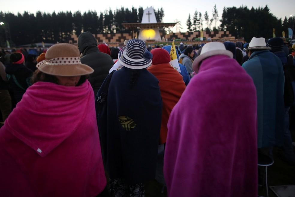 Fiéis esperam pelo Papa Francisco em Temuco, no Chile (Foto: Edgard Garrido/Reuters)
