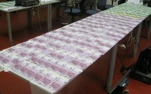 Jovem encontra € 130 mil boiando na Áustria e devolve dinheiro à polícia