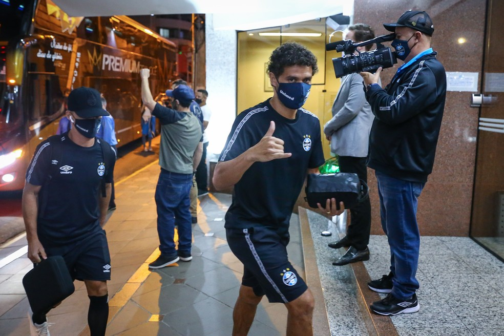 Victor Ferraz em chegada do Grêmio a Passo Fundo para jogo do Gauchão — Foto: Lucas Uebel/Grêmio