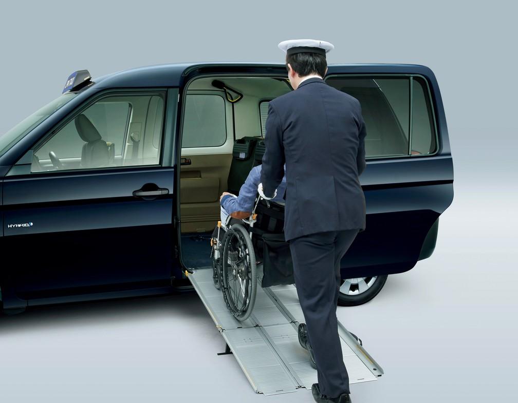Toyota apresenta táxi acessível (Foto: Divulgação)