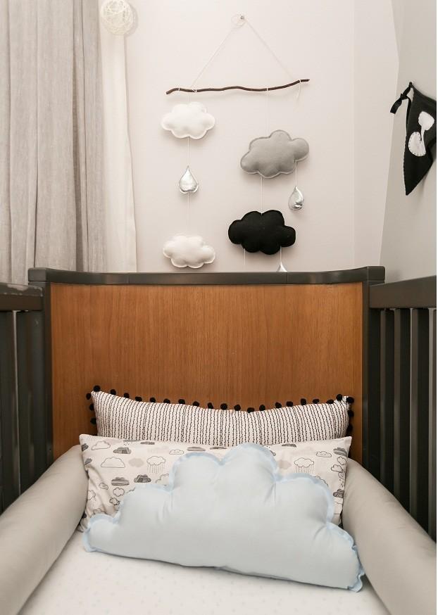 Projeto da Beatriz Quinelato Arquitetura, com enxoval, tapete e todos os acessórios de decoração da Eliana Sposito Baby Store e móveis Ameise Design (Foto: Renata D'Almeida)