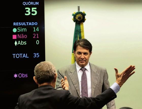 O deputado Arthur Maia (pps-BA) celebra  a vitória do governo .A reforma,porém ainda corre perigo (Foto: Jorge William / Agência O Globo)