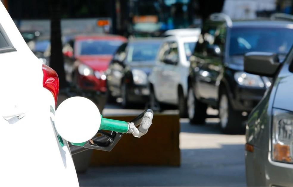 Filas e mais filas em postos que ainda possuem gasolina no Rio de Janeiro  (Foto: Foto: Marcos Serra Lima / G1)