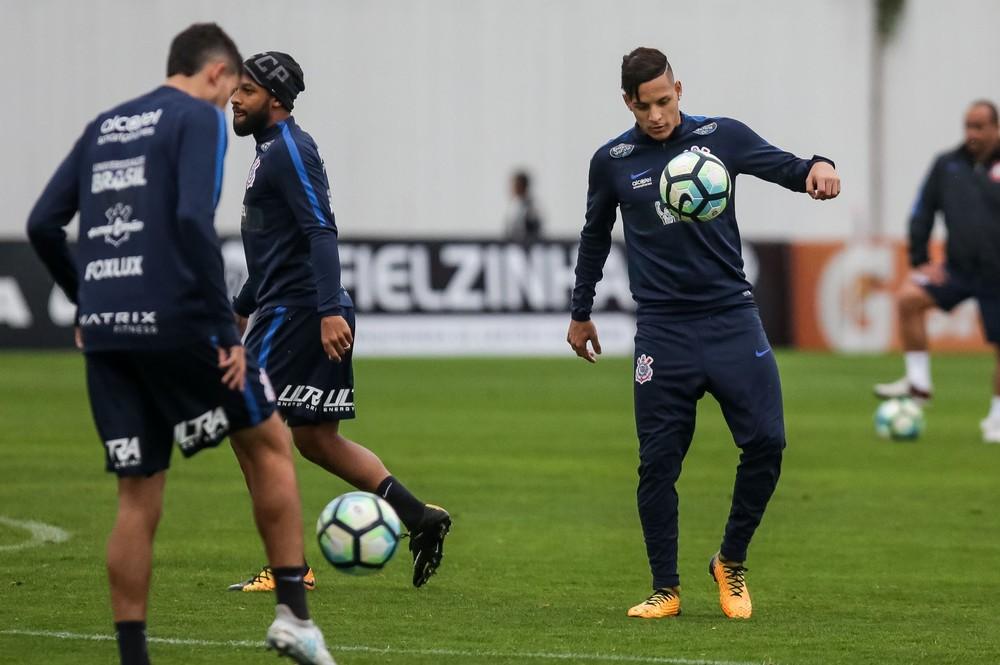 Guilherme Arana desperta interesse de clube espanhol e Corinthians responde