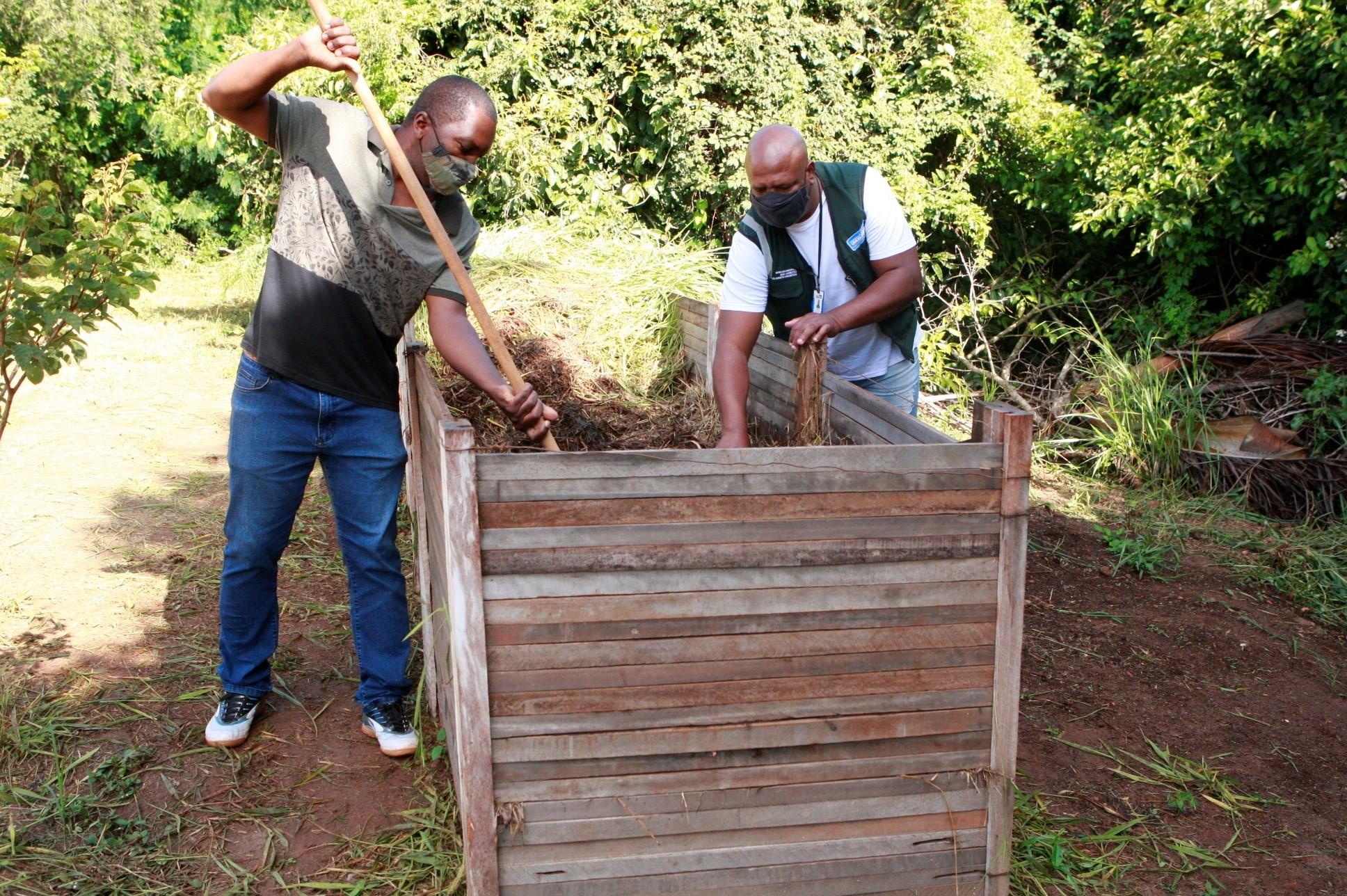 Composteiras são instaladas nos parques Santa Luzia e Victório Siquieroli em Uberlândia