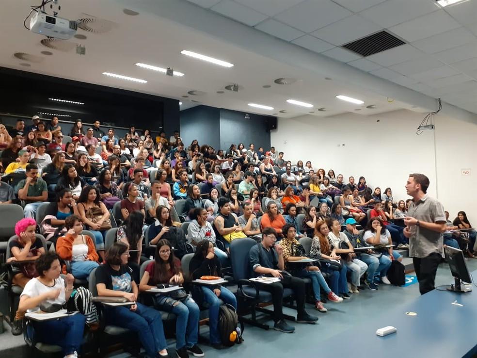 Cursinho popular Florestan Fernandes, em São Paulo, começou o ano com 800 alunos - agora, restam 40. — Foto: Arquivo pessoal