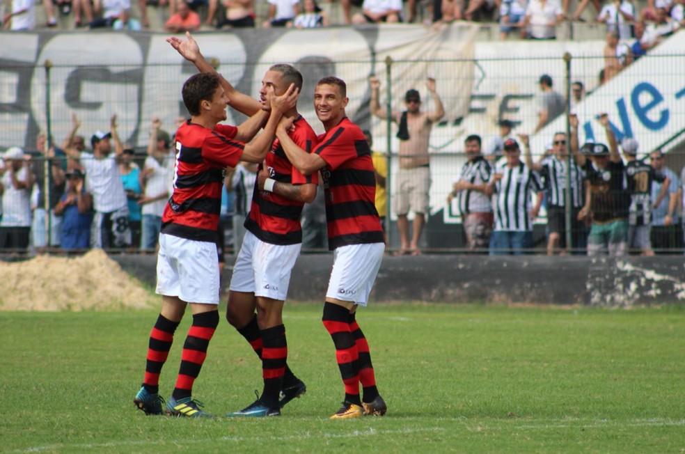 Zé Gatinha é celebrado após gol pelo Flamengo de Guarulhos �- Foto: Divulgação / AA Flamengo