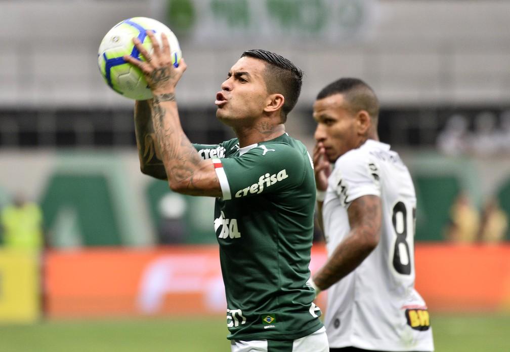 Dudu em Palmeiras x Atletico-MG, tenso com a arbitragem — Foto: Marcos Ribolli