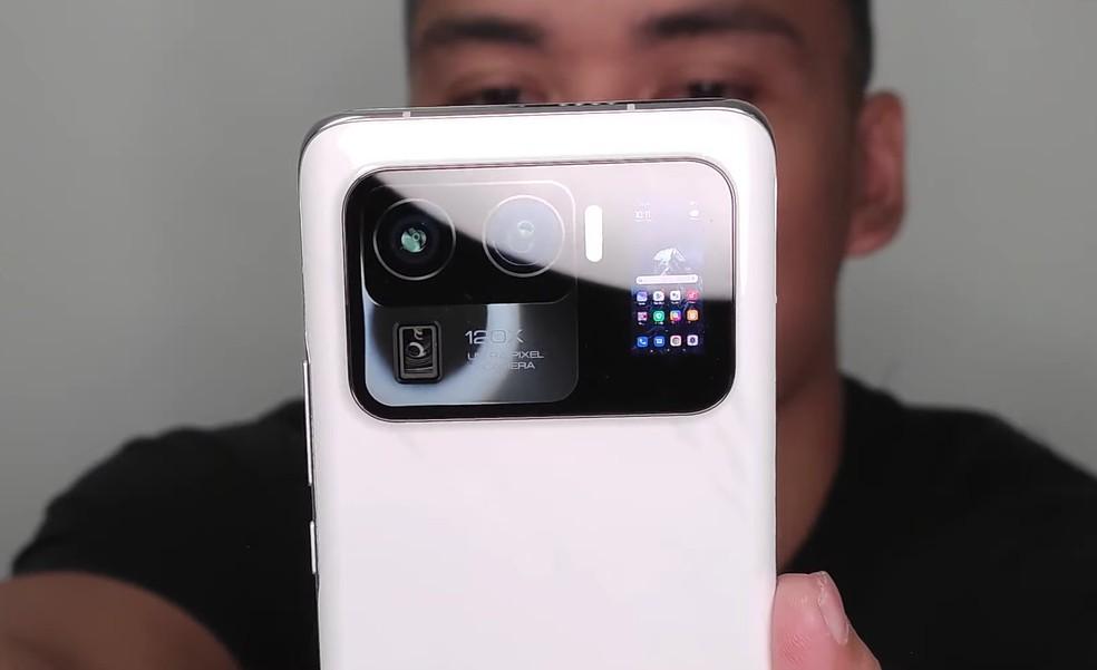 Xiaomi Mi 11 Ultra pode vir com segunda tela para selfies — Foto: Reprodução/Tech Buff