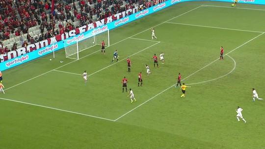 Suspenso, Reinaldo desfalca o São Paulo na partida contra o Vasco