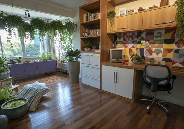 Carol Costa dá dicas para cuidar de plantas (Foto: Raphael Bianco)