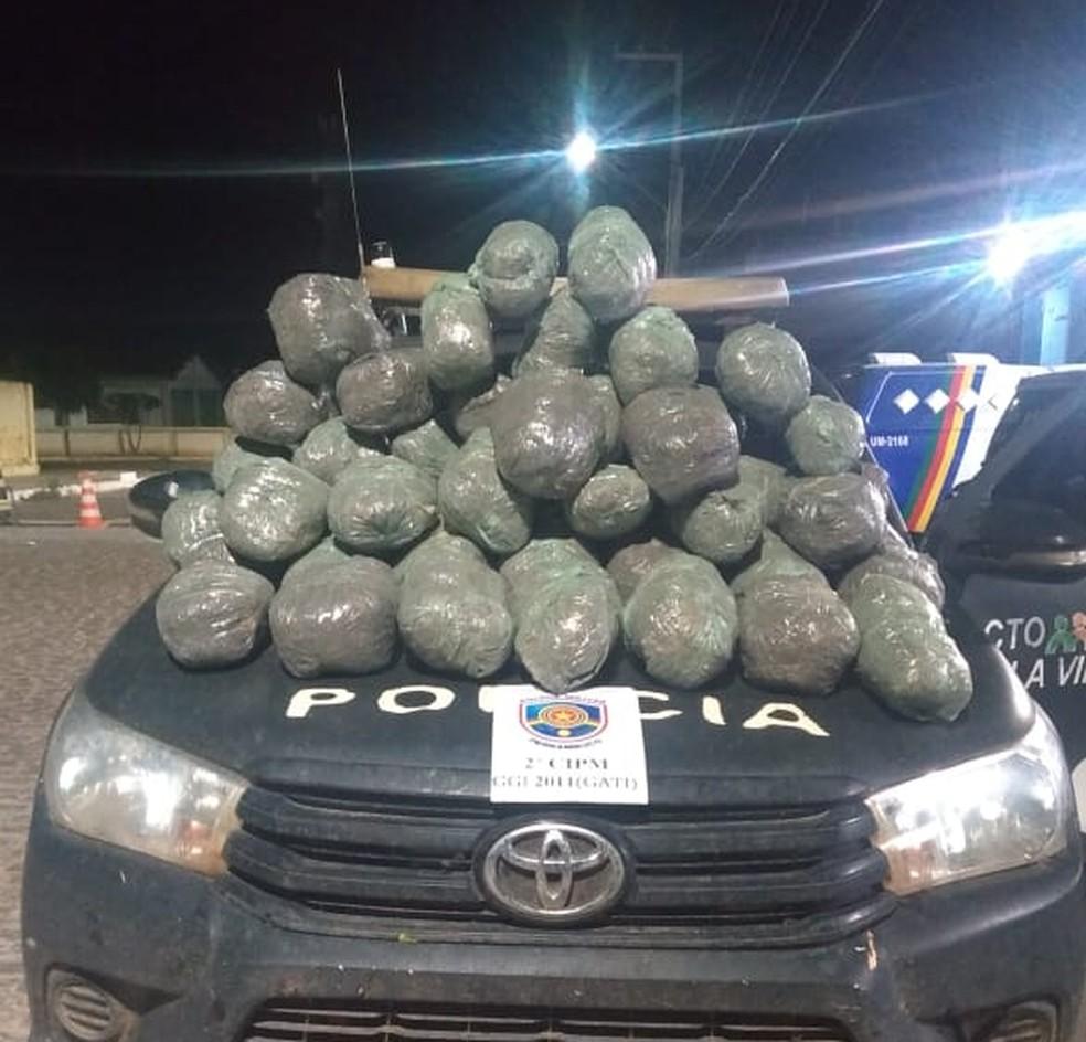 Droga apreendida na BR-428 em Orocó  — Foto: Divulgação/ 2ª CIPM