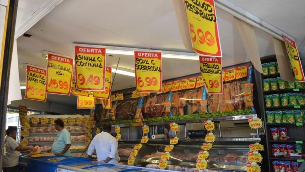 Inflação no próximo ano deve ficar acima do esperado e, com isso, Banco Central tende a subir mais os juros, freando a economia — Foto: Antônio Cruz/Agência Brasil