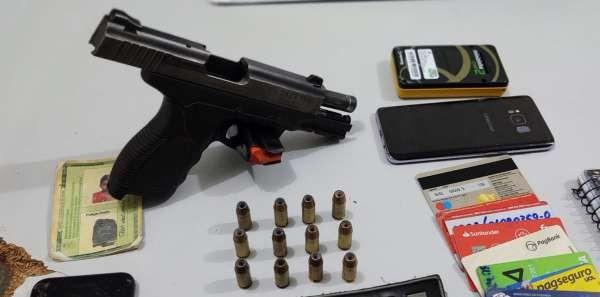 Homens são presos com pistolas, dinheiro e cartões bancários em ações da PM na Grande Fortaleza