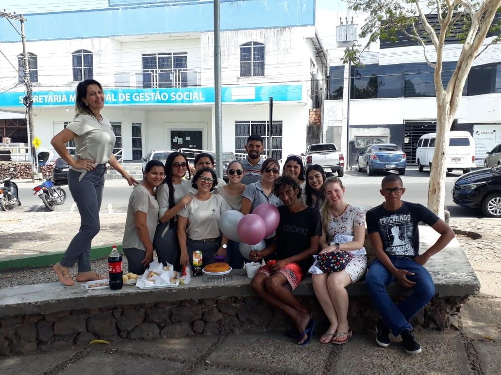 Funcionários de hospital dão festa de aniversário surpresa a morador de rua em RR: 'emocionante'