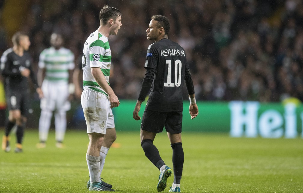 Com apenas 18 anos, Ralston não se intimidou e gritou com Neymar, que recusou o aperto de mão após o jogo (Foto: Steve Welsh/Getty Images)