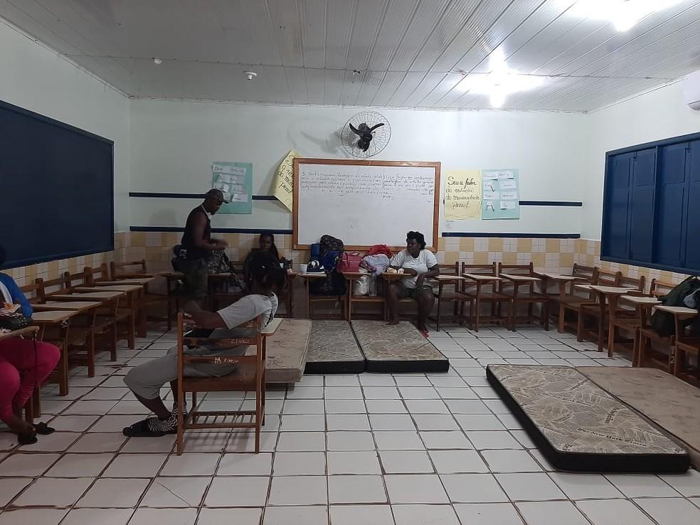 Imigrantes estão instalados em uma escola de Assis Brasil, que faz fronteira com o Peru — Foto: Arquivo/Assistência Social