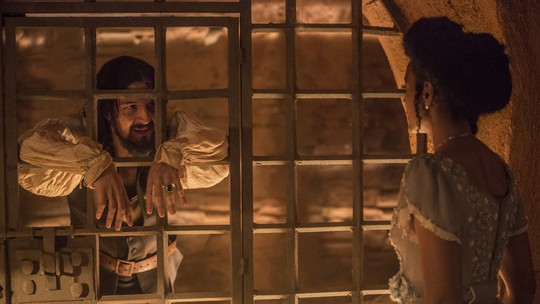 Bertoleza negocia com carcereiro e decide se vingar de Gaspar