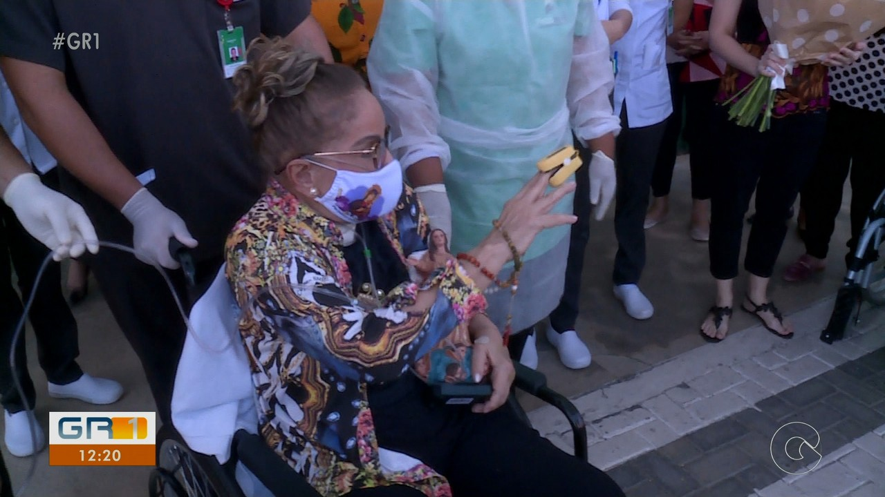 Após 118 dias internada por causa da Covid-19, médica de Petrolina recebe alta do hospital