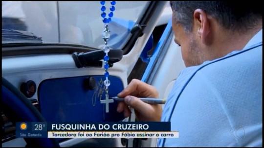 #Fábioassinou: goleiro realiza sonho de torcedora do Cruzeiro e autografa fusca azul