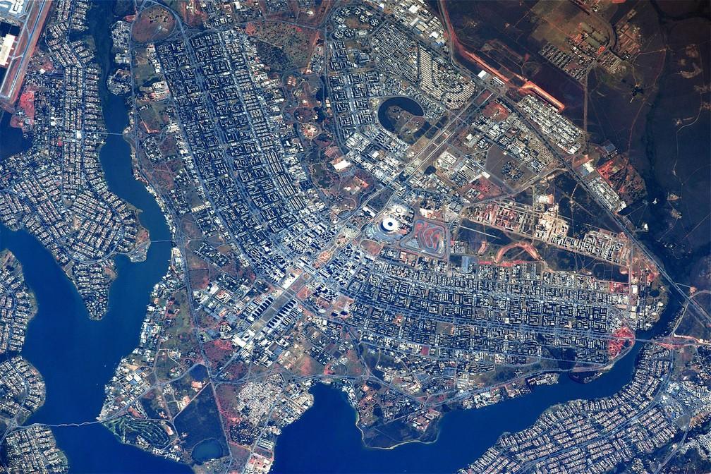 Foto de cosmonauta russo mostra Brasília vista da Estação Espacial Internacional (Foto: Sergey Ryazanskiy/Twitter/Reprodução)