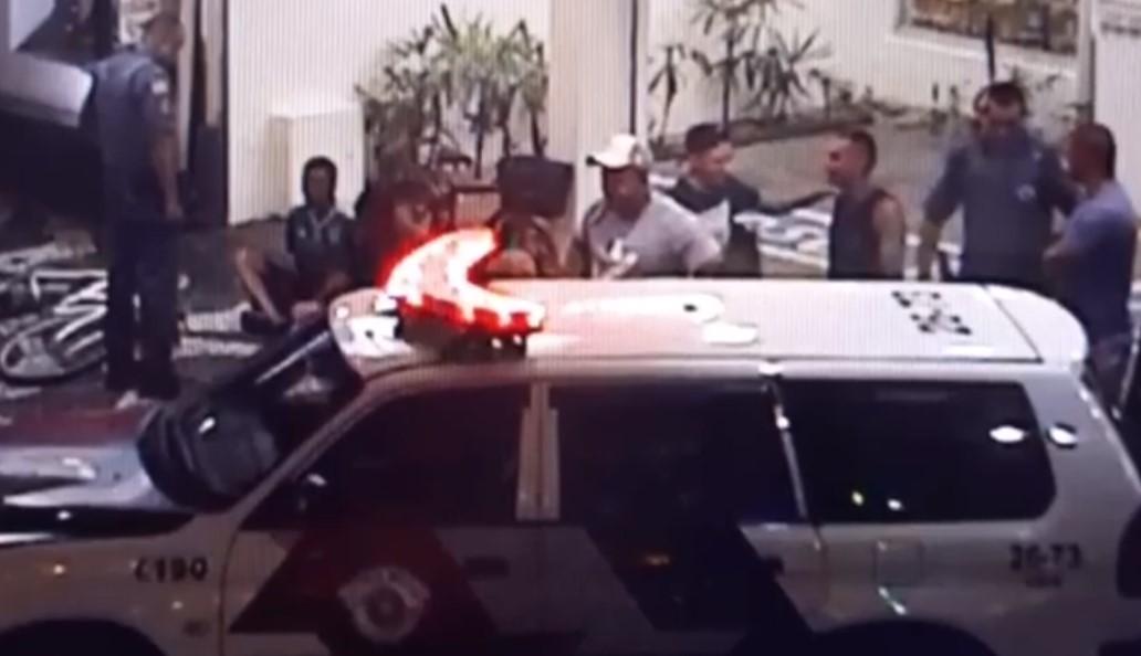 Sete pessoas são detidas por furtos e brigas após tumulto em banda de carnaval em Santos