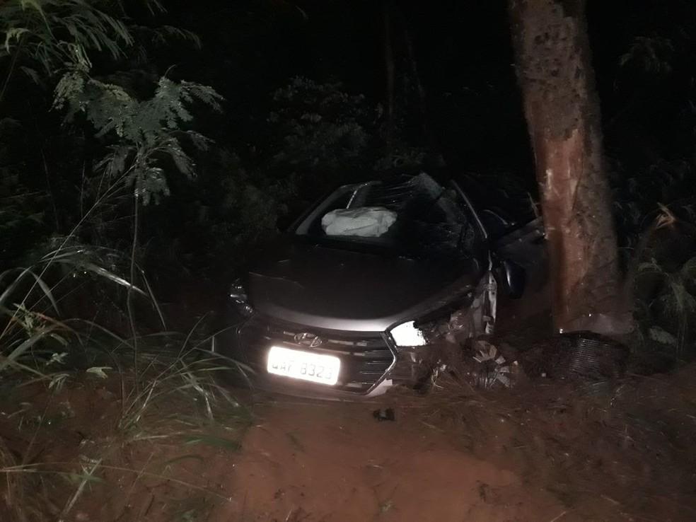 Moto bateu de frente com carro em rodovia de Itapura  (Foto: Divulgação/Polícia Rodoviária)