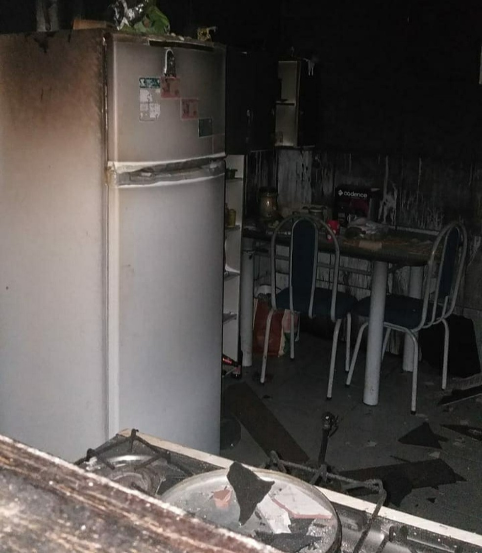 Chamas foram controladas pelos bombeiros ainda na madrugada — Foto: Divulgação/Corpo de Bombeiros